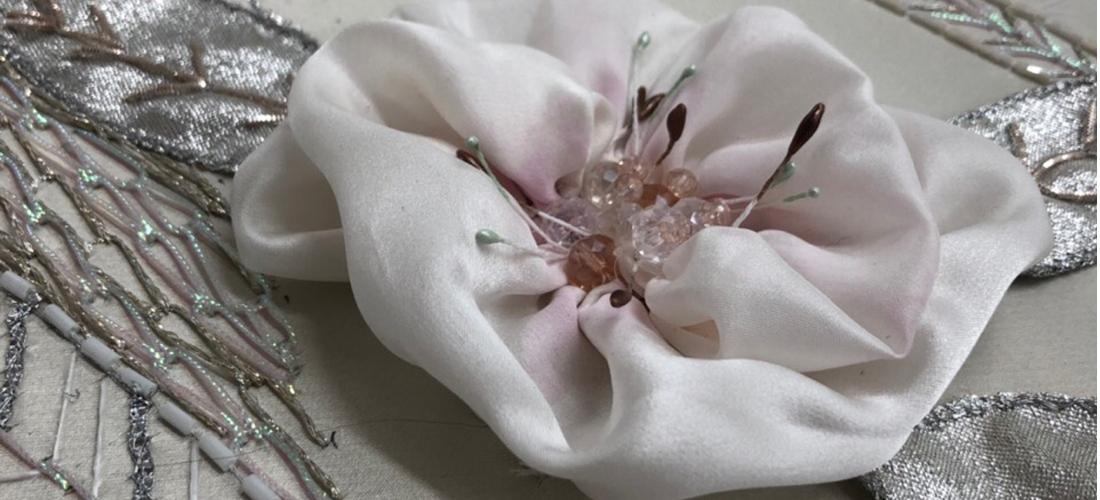 Панно с павлинами: добавляем цветы
