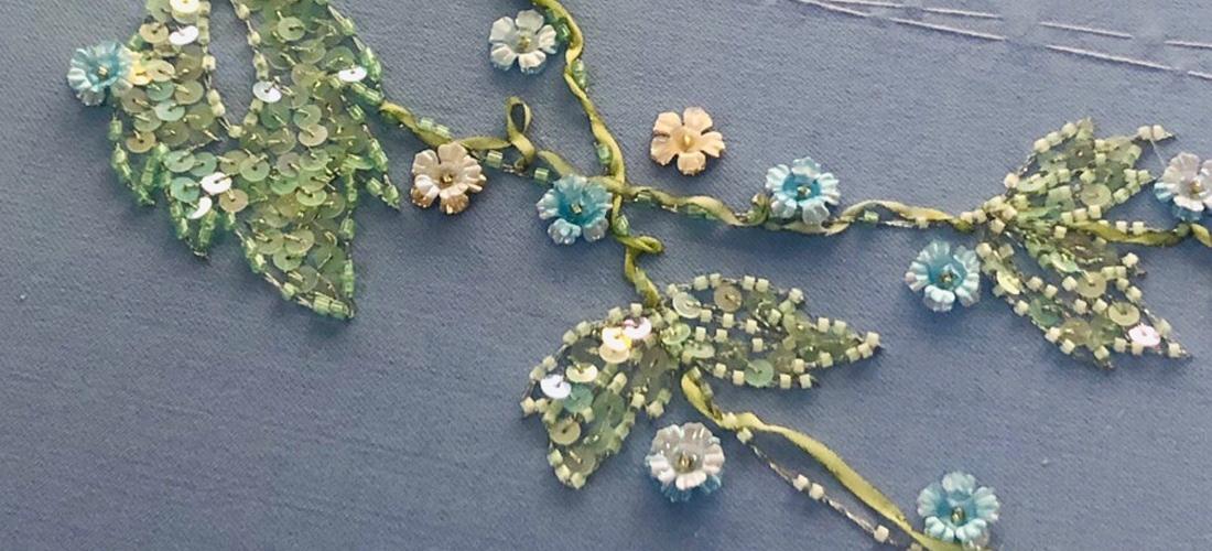 Вышивка голубого жакета: узор и материалы